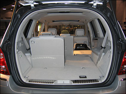 Mercedes R Rear