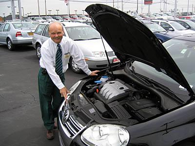 Jetta 5 TDI and Jerry Lewis under the hood