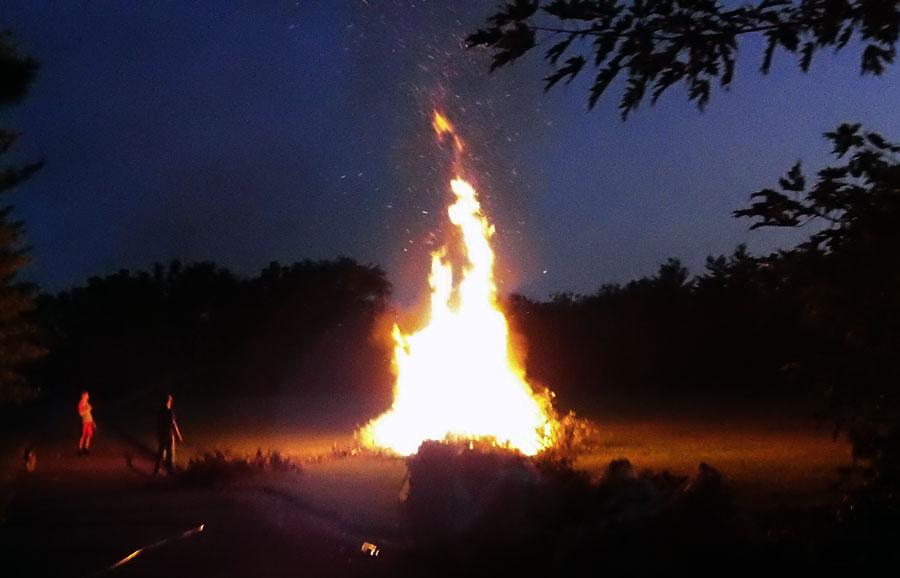 43424152-bonfire120801pm